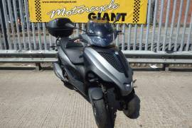 Piaggio MP3 300 YOURBAN 2014 / Drive On A Car Lice